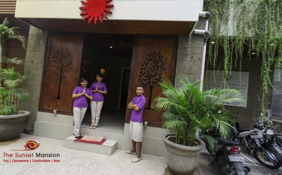 entrance di The Sunset Mansion Seminyak