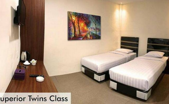 guest room twin bed di Superstar Hotel