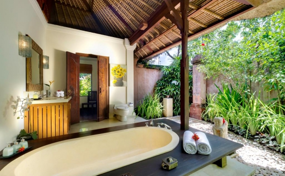 Bathroom di Surya Damai Villa