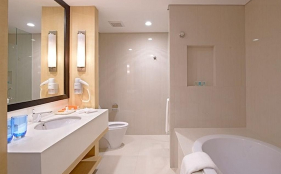 Bathroom di Surya Hotel & Cottage Prigen