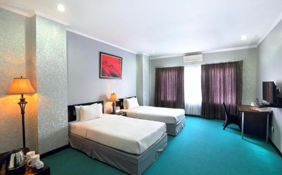 guest room twin bed di Surya Yudha Park Hotel