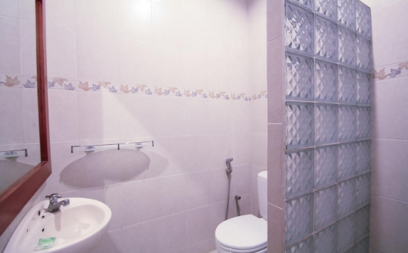 Tampilan Bathroom Hotel di Su s Cottages II