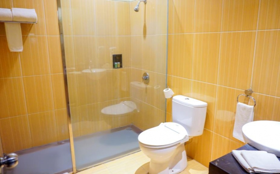 bathroom di Swiss-Belhotel Kendari