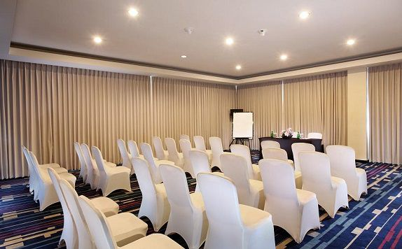 Meeting Room di Swiss-Belhotel Silae Palu
