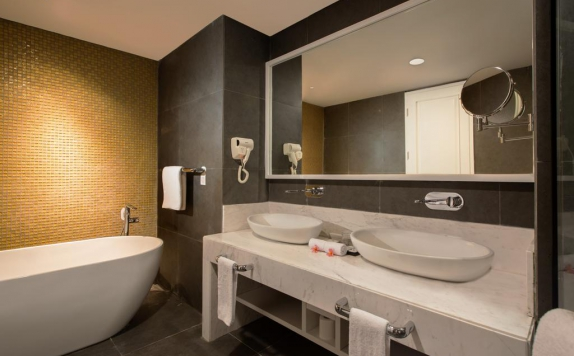 bathroom di Swiss-Belinn Singkawang