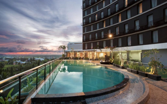 Swimming Pool di Swiss-Belinn Singkawang