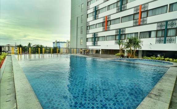 Swimming Pool di The 101 Palembang Rajawali