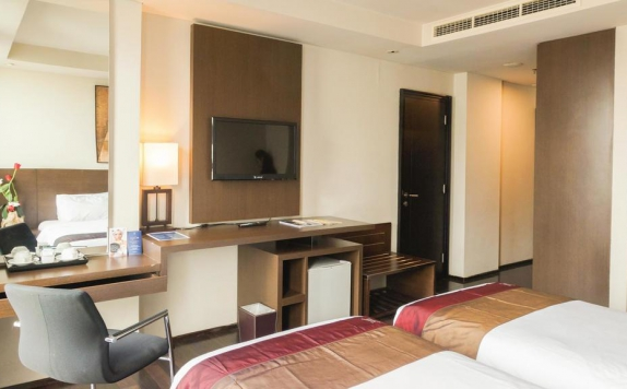 guest room di The Akmani Hotel