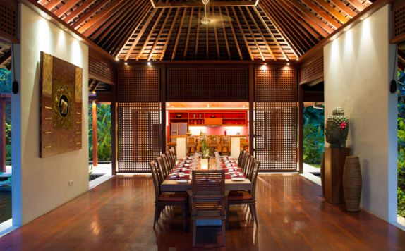 Dining Room and Kitchen di The Anandita