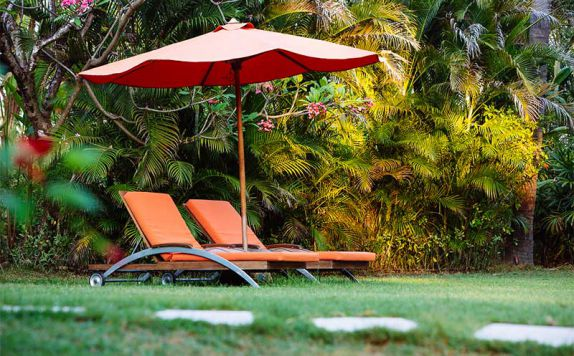 Lawn Chairs di The Anandita