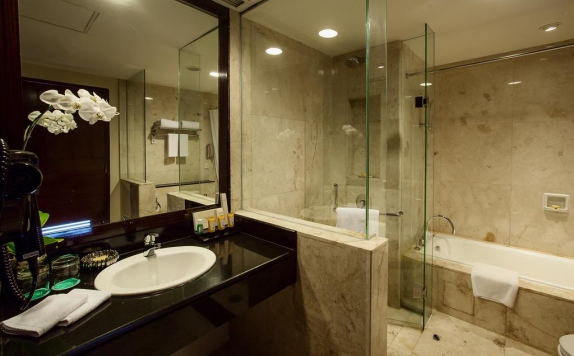 Bathroom di The Arista Hotel