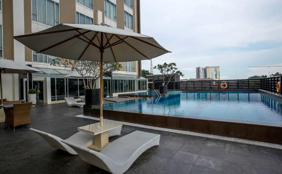 swimming pool di The Arista Hotel