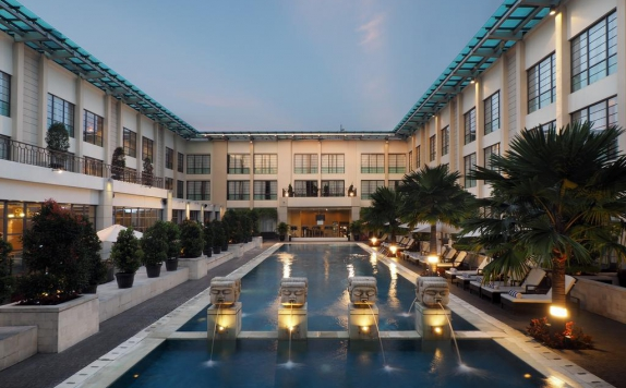 Swimming Pool di The Aryaduta Hotel Medan
