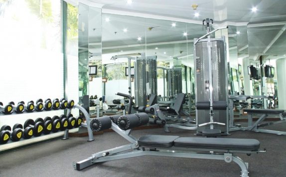 Gym di The Aryaduta Suites Hotel Semanggi