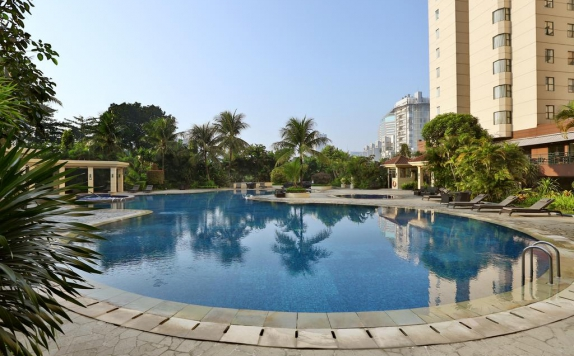 Swimming Pool di The Aryaduta Suites Hotel Semanggi