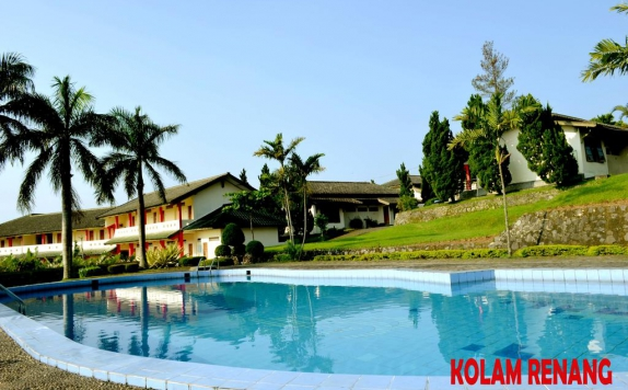 swimming pool di The Bandungan Hotel