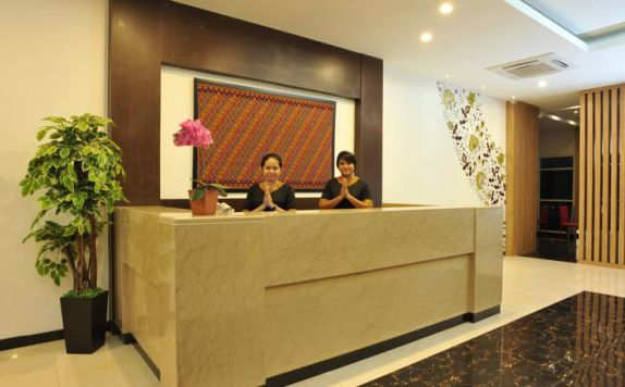 Receptionist di The Batik Ternate