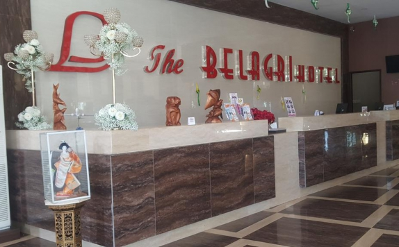 Receptionist di The Belagri Hotel and Convention Center