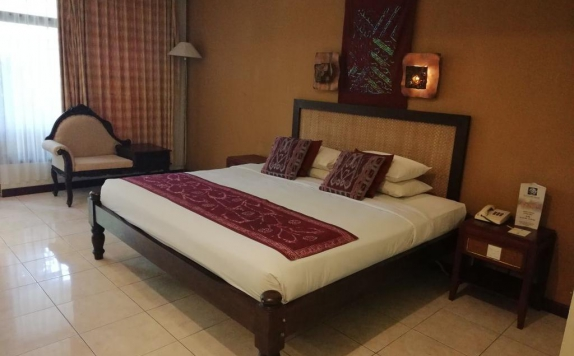 guest room di The Cakra Hotel