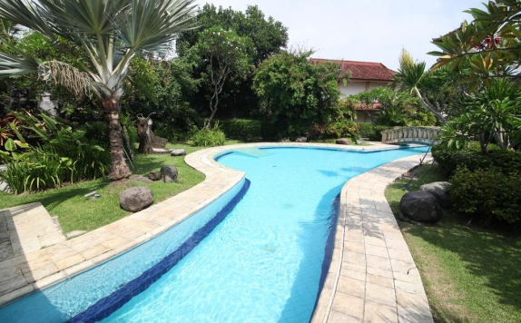 Swimming Pool di The Cakra Hotel