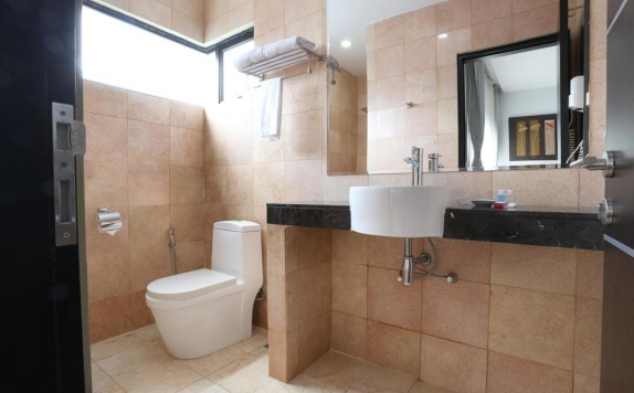 Bathroom di The Centro Hotel and Residence