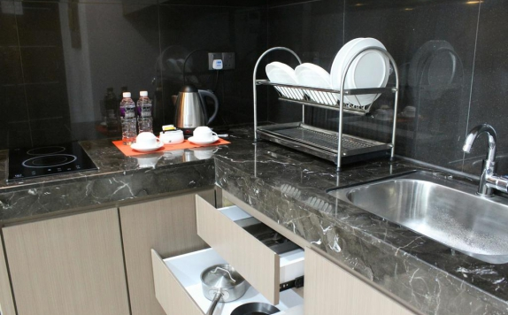 Kitchen di The Centro Hotel and Residence