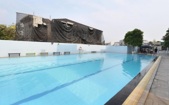 Swimming pool di The Centro Hotel and Residence
