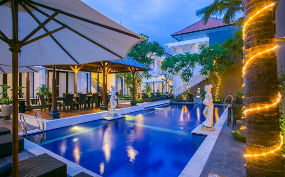 Outdoor Pool Hotel di The Diana Suite Tuban
