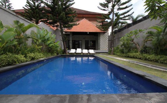 swimming pool di The Evita Villa