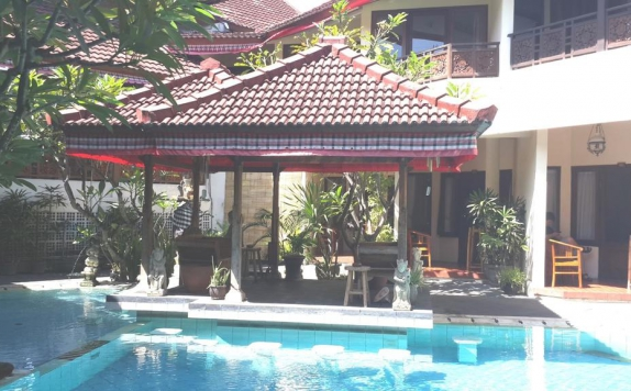 swiming pool di The Flora Kuta Bali Hotel