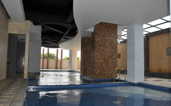 Swimming Pool di The Gloria Suites Jakarta
