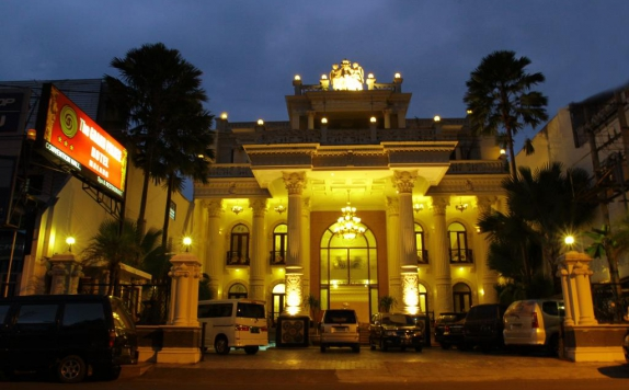Front view di The Grand Palace Malang
