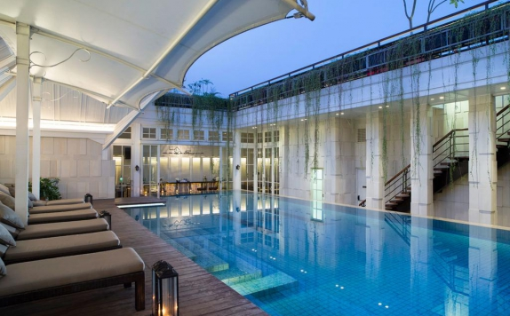 Swimming Pool di The Hermitage Jakarta