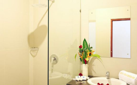 bathroom di The Kodja Beach Resort