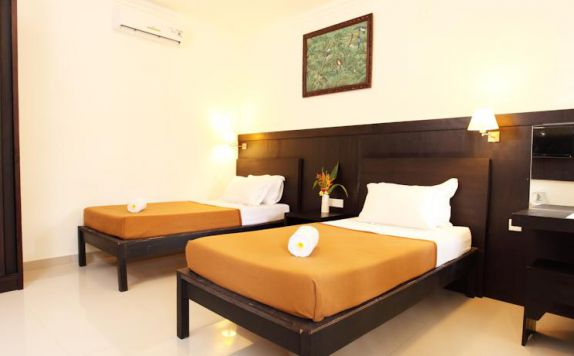guest room twin bed di The Kodja Beach Resort