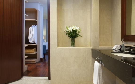 Bathroom di The Mayflower Jakarta (Apartment)