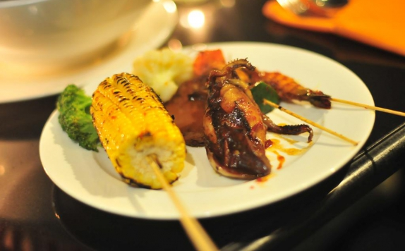 food and beverages di The Mirah Hotel
