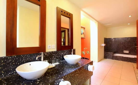 Bathroom di The Mutiara Jimbaran Boutique Villas