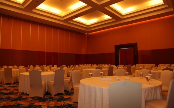 Ballroom di The Natsepa Resort & Conference Center