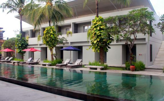 swimming pool di The Oasis Kuta
