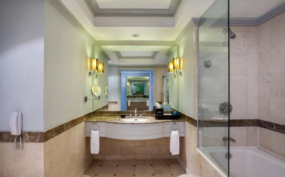 Bathroom di The Park Lane Jakarta