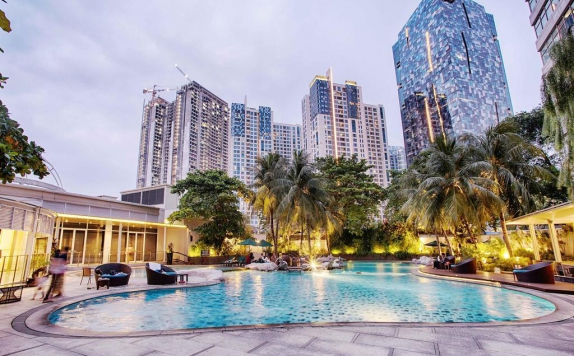 Swimming Pool di The Park Lane Jakarta