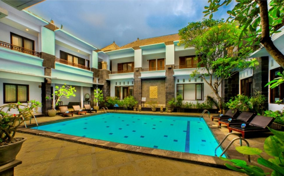 Swimming Pool di The Radiant Hotel & Spa