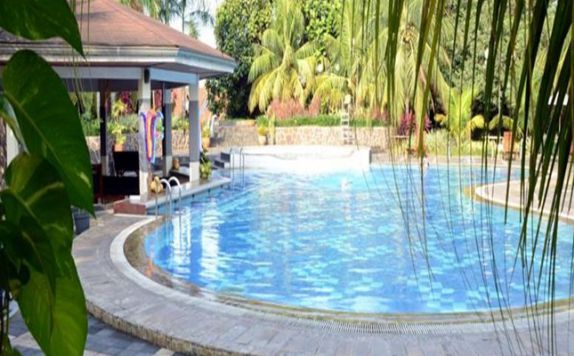Swimming Pool di The Royale Krakatau Hotel