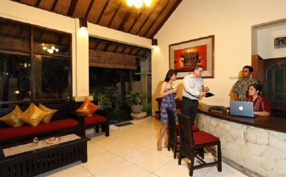 receptionist di The Seminyak Village Resort