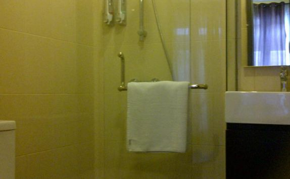 bathroom di The Spot Hotel