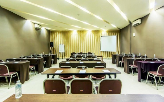 Meeting room di The Summit Siliwangi