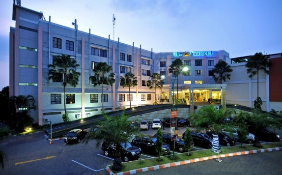 Front view di The Sun Hotel Sidoarjo