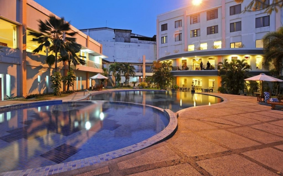 Swimming Pool di The Sun Hotel Sidoarjo