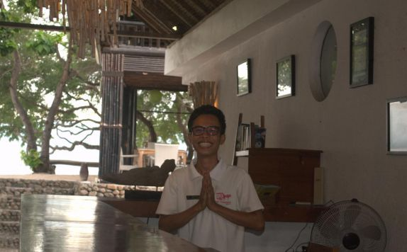 receptionist di The Trawangan Resort